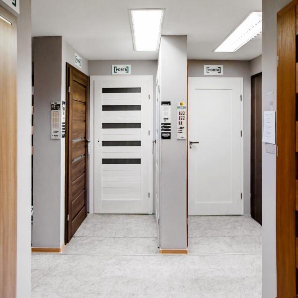 białe drzwi czechowice