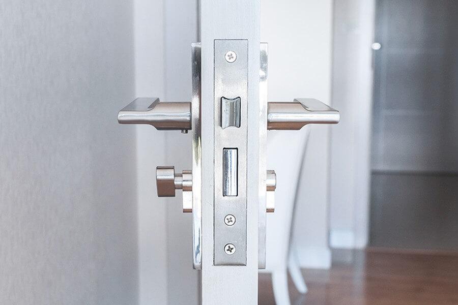 Drzwi wejściowe do domu lub mieszkania