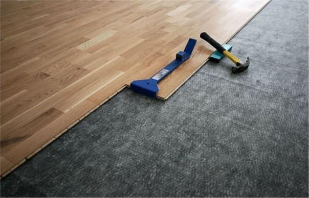 Na co zwrócić uwagę przy wyborze paneli podłogowych?